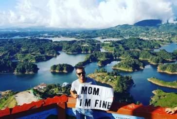 «Я в порядке»: мужчина ездит по миру с посланием для своей мамы