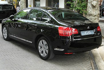 Компания Citroen опубликовала первые фото нового футуристического седана C5