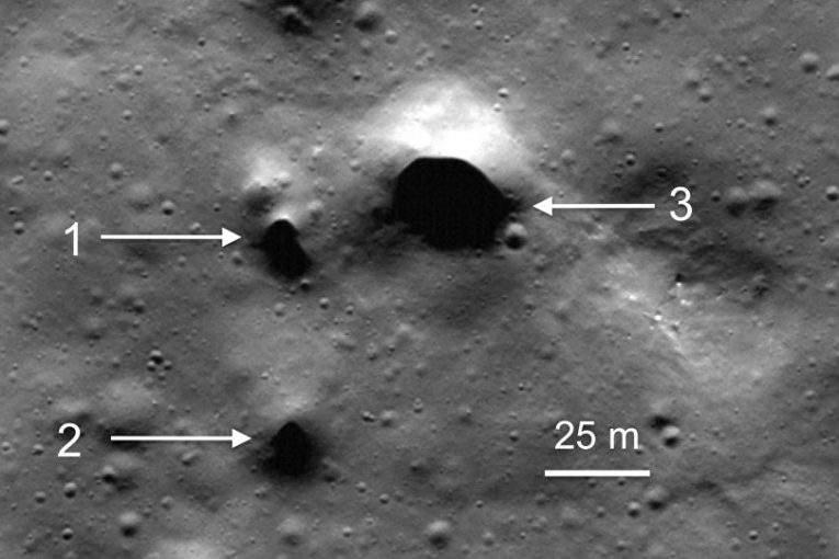 На северном полюсе Луны обнаружены следы потухших вулканов