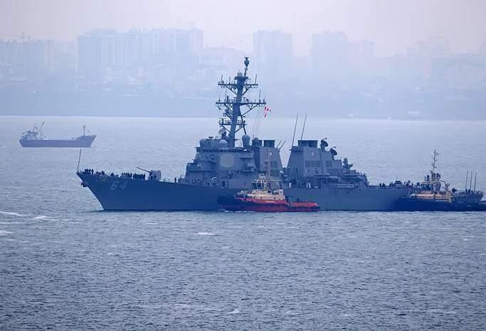В Сети появились фото американского эсминца Carney в Черном море