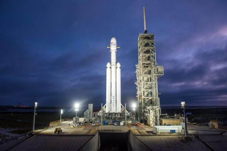 SpaceX отложит тестирование Falcon Heavy из-за приостановки работы руководства США