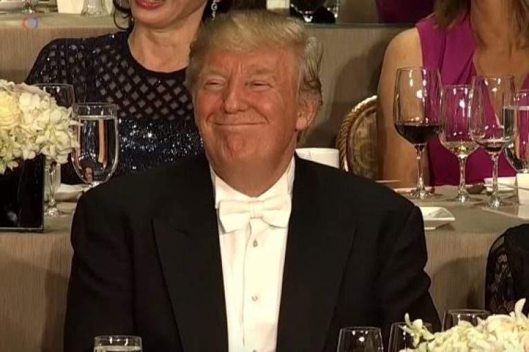 Трамп разыграет влотерею билет наужин сего участием