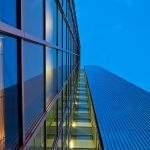 Новые «умные» окна темнеют под солнечными лучами и генерируют электроэнергию