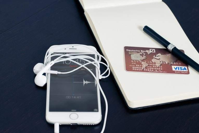 Продажи телефонов сфункцией бесконтактных платежей в Российской Федерации увеличились на60%