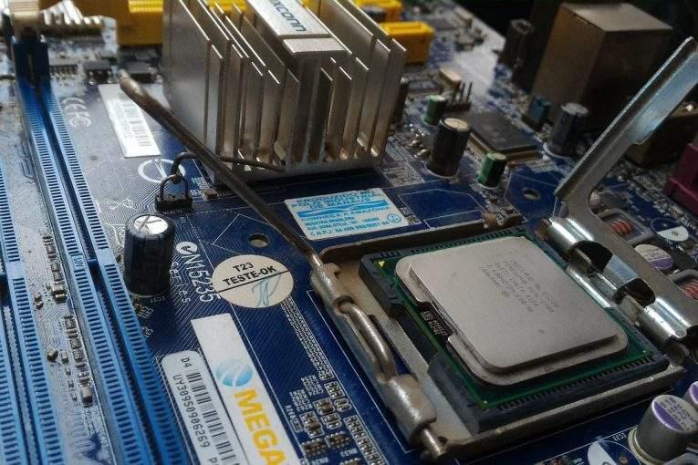 Впроцессорах Intel отыскали критическую уязвимость. Пароли иданные под угрозой