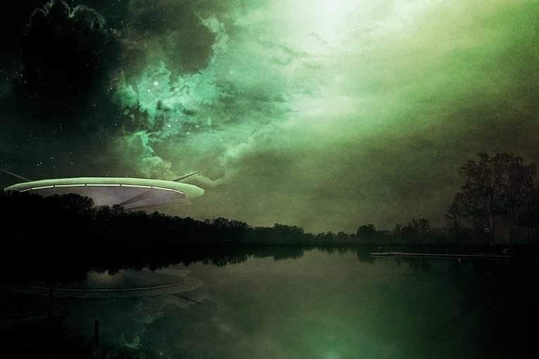 Граждане Англии иСША стали очевидцами полета «зеленого» НЛО наНовый год