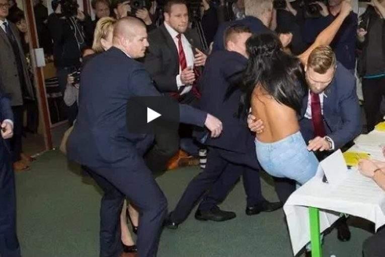 Размещено видео нападения полуголой активистки Femen напрезидента Чехии