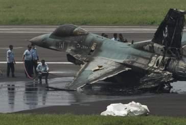В Японии во время полета у истребителя F-16 загорелся двигатель