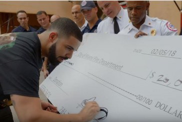 Рэпер Дрейк подарил случайным прохожим почти миллион долларов