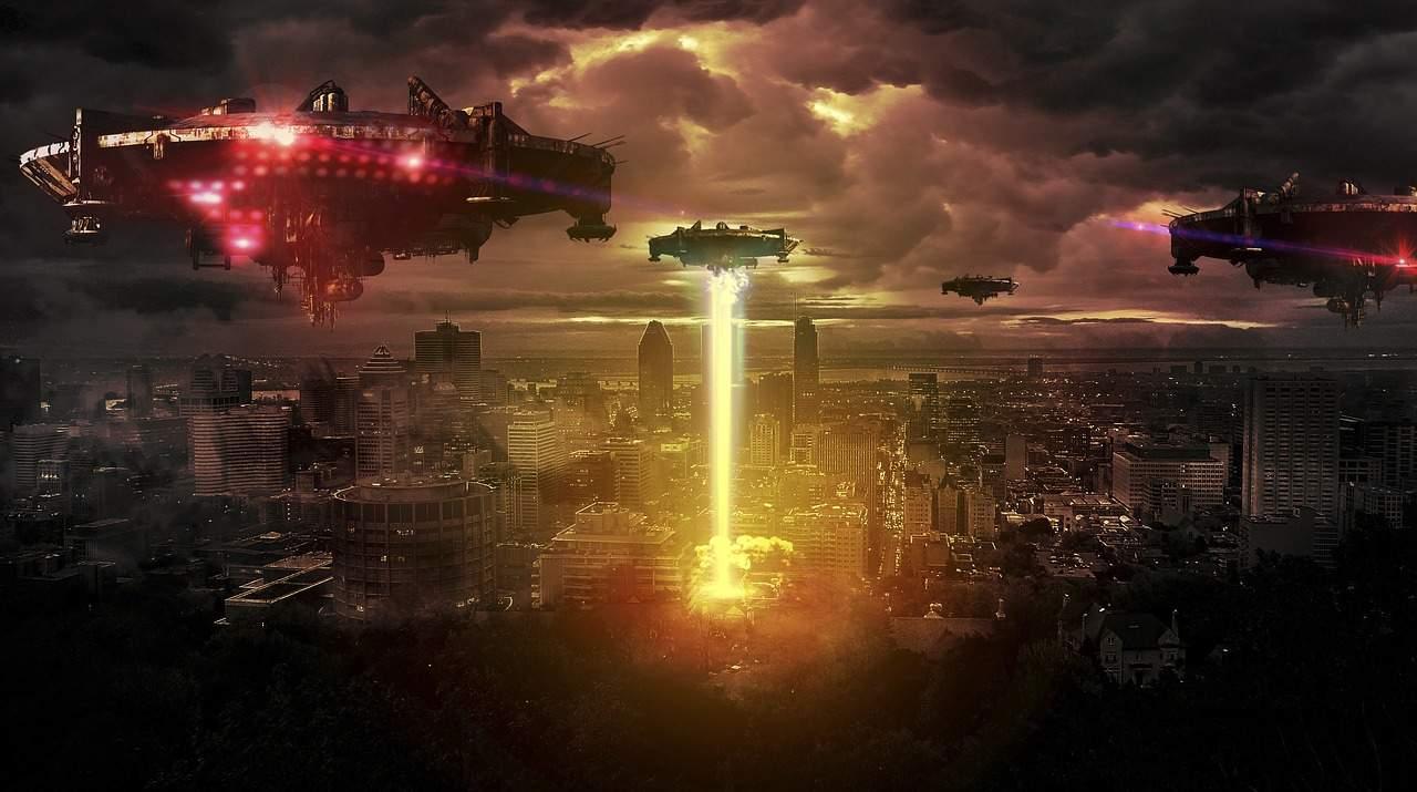 Кто-то из Землян считает, что инопланетяне летят спасать людей от ужасных катаклизмов. А кто-то говорит о вторжении и неизбежном уничтожении землян.