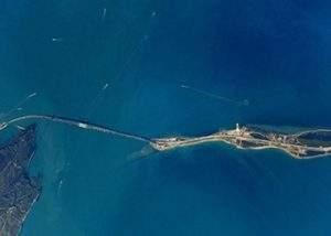 Появились свежие снимки Крымского моста от космонавта Антона Шкаплерова
