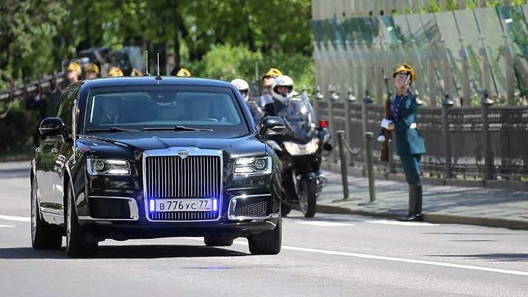 Номера лимузина Aurus Senat Владимира Путина ранее доэтого стояли наржавой «Волге»