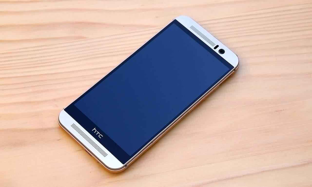 """HTC Exodus станет """"первым в мире нативным блокчейн-смартфоном"""""""