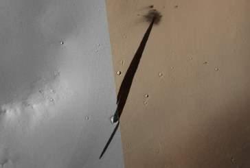 Поверхность Марса залила странная черная субстанция