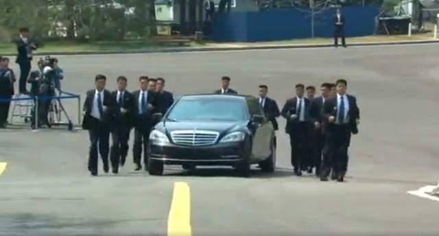 Вweb-сети интернет появилось видео скортежем Ким Чен Ына вСингапуре