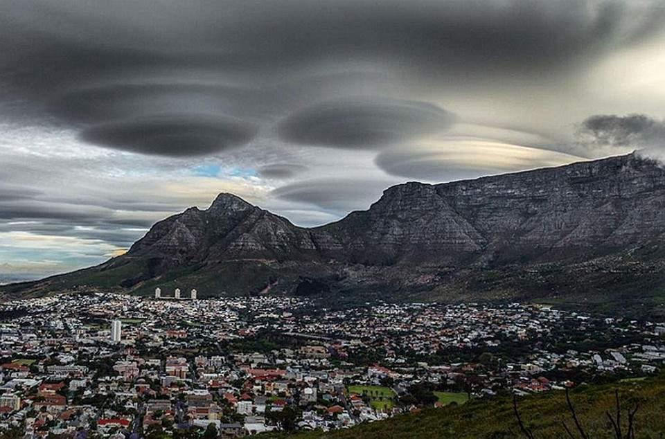 Внебе над Кейптауном найдена аномалия ввиде города-призрака