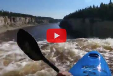 На видео попало преодоление 30-ти метрового водопада в Канаде немецким каякером