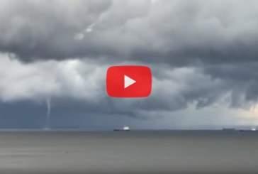В Финском заливе на видео попал двойной смерч