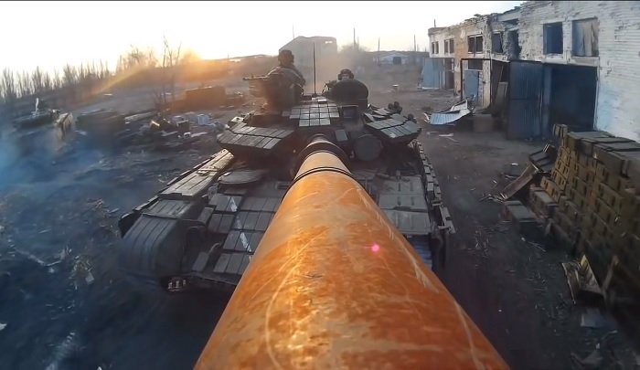 Порошенко «наткнулся» на«драйвовое» видео отукраинских танкистов иподелился им