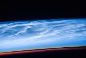 NASA запечатлело на видео редкие светящиеся облака