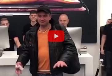 У первого покупателя iPhone XS в России не оказалось с собой денег