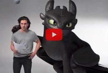 Кит Харингтон попробовал приручить дракона Беззубика в шуточном видео
