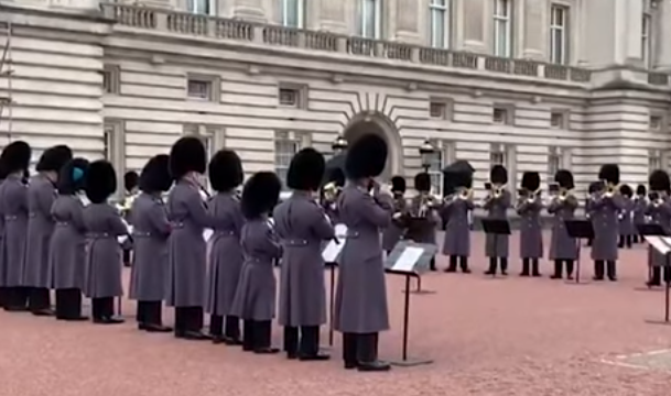 Королевская гвардия Англии исполнила «Богемскую рапсодию»