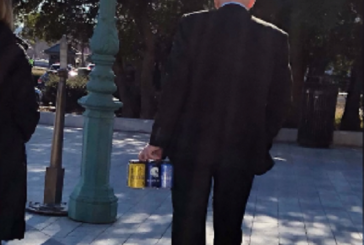 Американского конгрессмена не пропустили на заседание с упаковкой пива