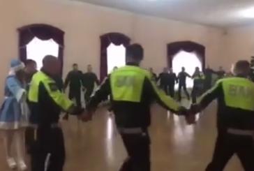 На видео запечатлели новогодний хоровод инспекторов ВАИ