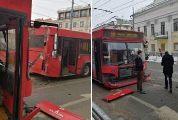 В Самаре столкнулись два автобуса из-за смерти одного из водителей