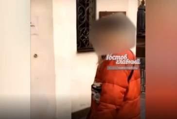 Полиция проверит видео с девушкой, плюнувшей на двери ростовского храма