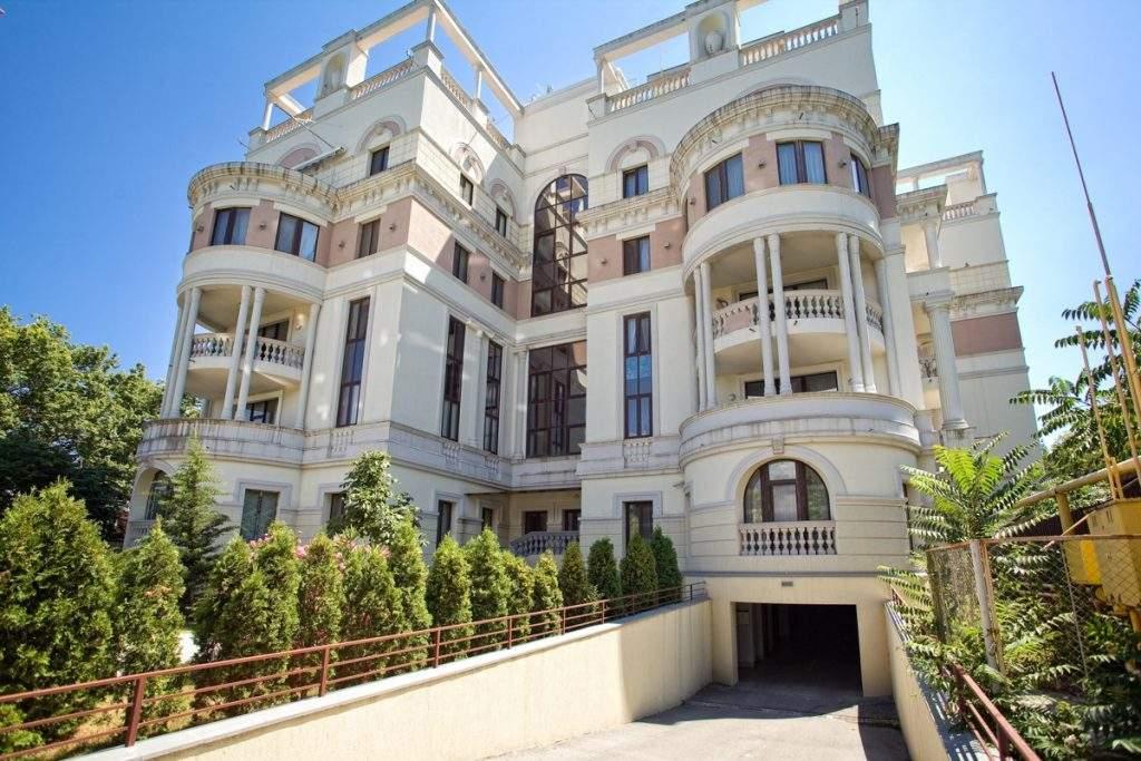 Супругу Зеленского заподозрили в покупке элитной квартиры в Крыму за полцены