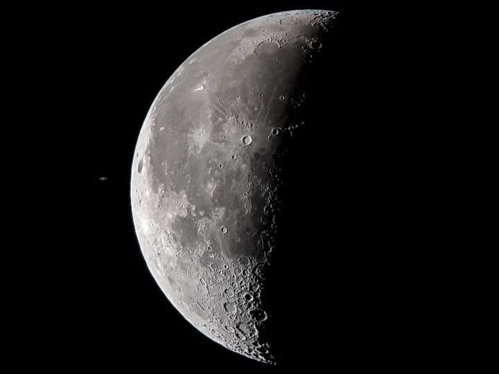На смартфон Samsung Galaxy S8 сфотографировали планету Сатурн