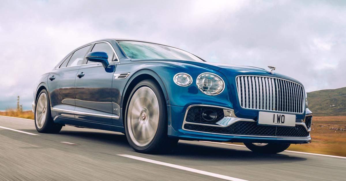 Британский автопроизводитель Bentley продемонстрировал уникальную версию модели Flying Spur из лимитированного выпуска First Edition которая будет