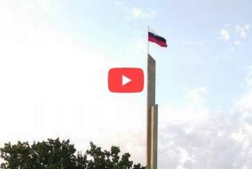 Над Донбассом подняли российский триколор