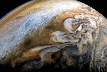 Межпланетная станция «Юнона» запечатлела красочные штормы Юпитера