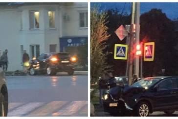 В Тамбове на машину упал фонарный столб