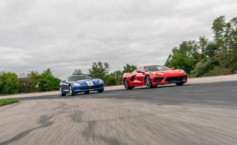 Chevrolet Corvette C8 2020 схлестнулся с Corvette C7 2019