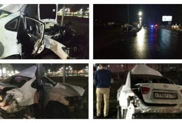 В Саратове три человека погибли при столкновении иномарки со столбом