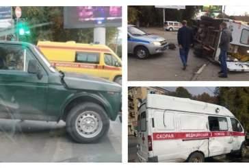 В Саратове в ДТП с участием машины скорой помощи пострадали три человека