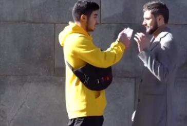 Видео: житель Кабардино-Балкарии отказался порвать российский флаг за деньги