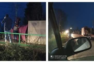 Опрокинувшийся грузовик перекрыл трассу в Гатчинском районе