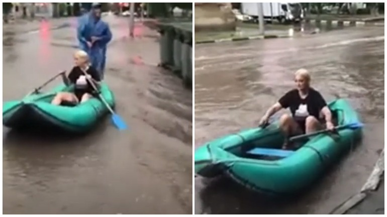 В Саратове местные жители устроили заплыв на лодке по затопленным улицам