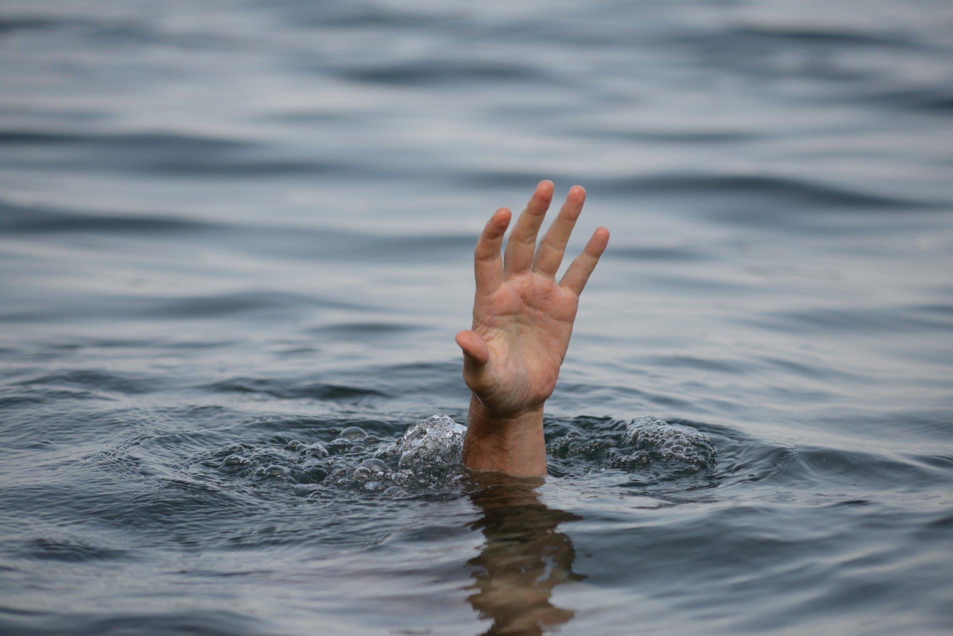 эти картинки где человек в воде этого момента