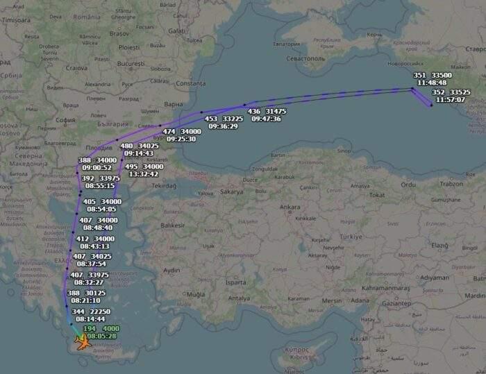 У побережья Крыма самолет-разведчик ВВС США Boeing RC-135W на 2 часа исчез со спутников